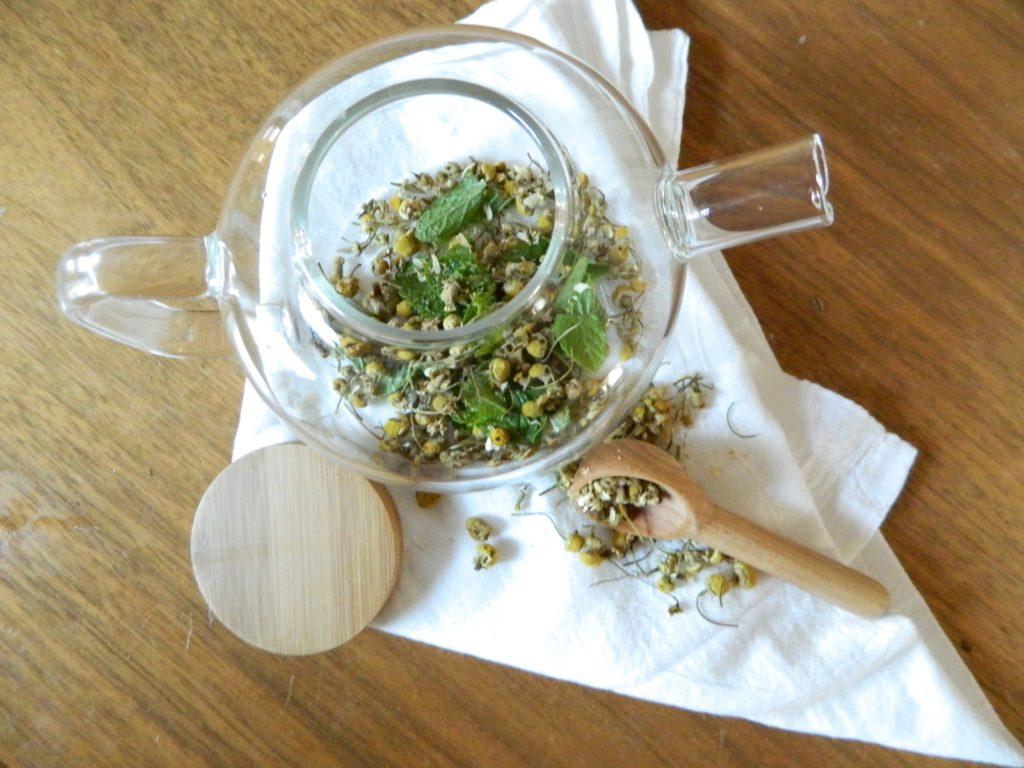 Homemade Chamomile Mint Tea - finestofsuppers.com