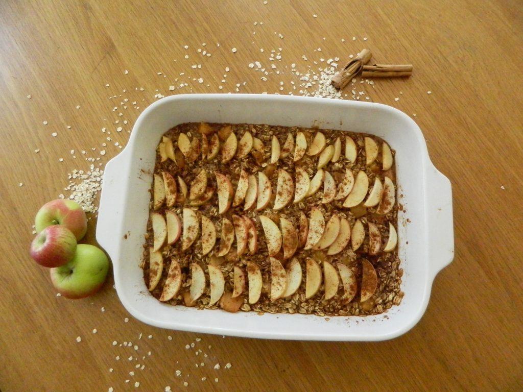 Cinnamon Apple Baked Oatmeal - finestofsuppers.com