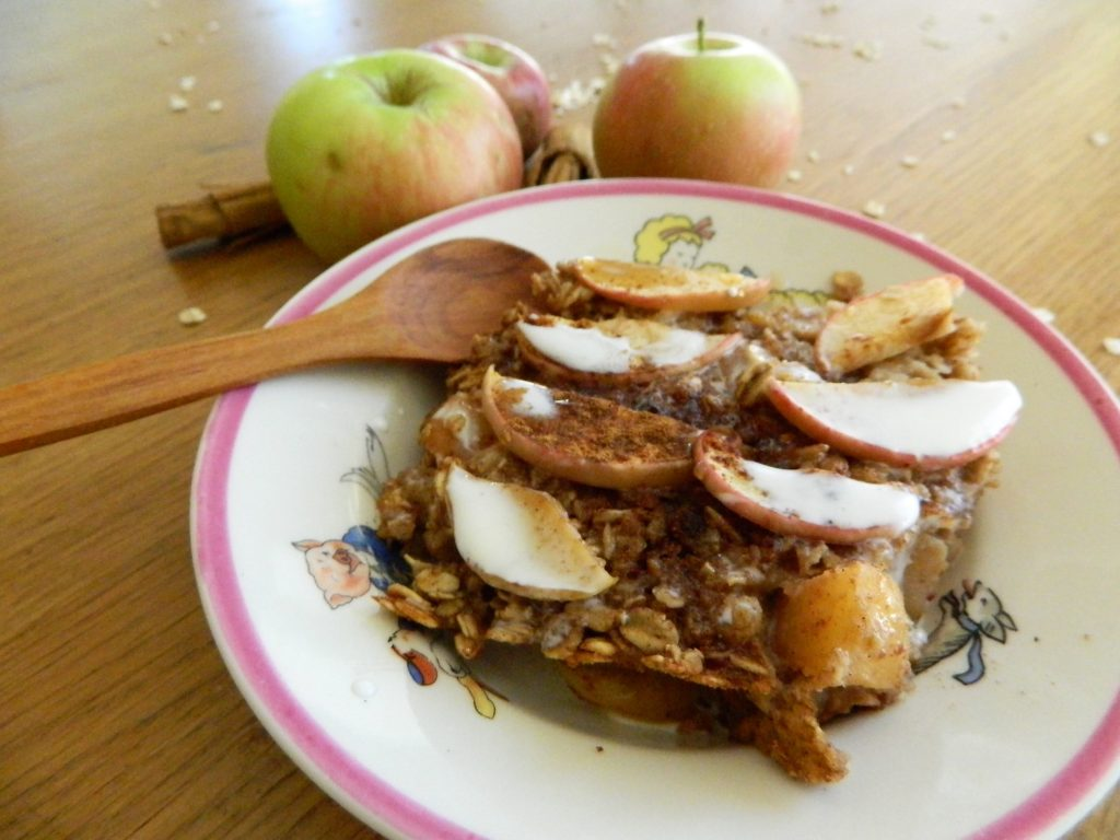 Cinnamon Apple Baked Oatmeal - finestofsuppers.com