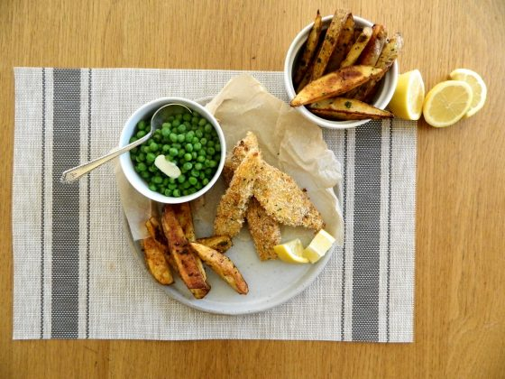 Baked Fish and Garlic Chips - finestofsuppers.com