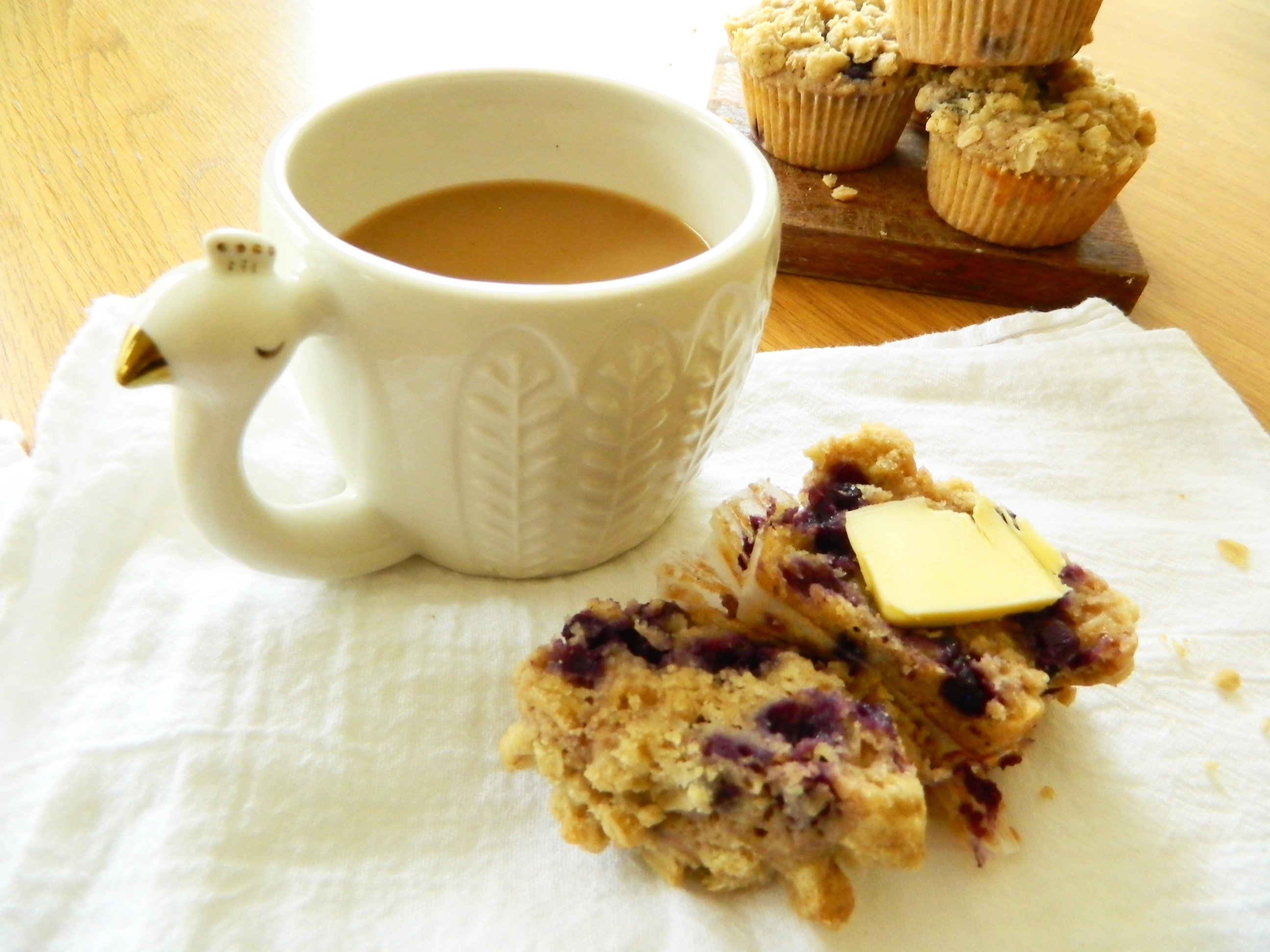Blueberry Crumb Muffins - finestofsuppers.com