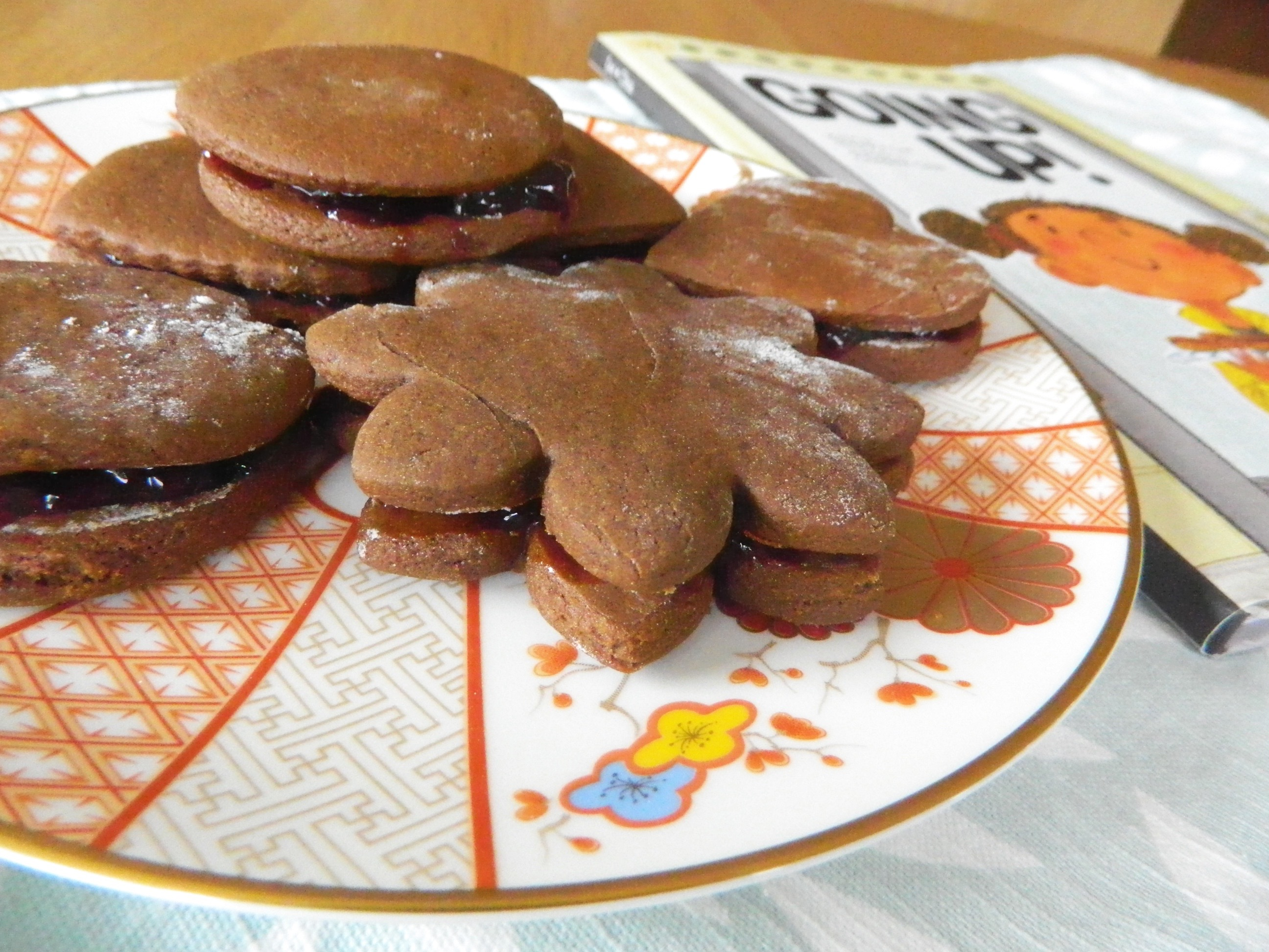 Molasses Sandwich Cookies - finestofsuppers.com