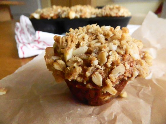 Banana Macadamia Nut Muffins - finestofsuppers.com